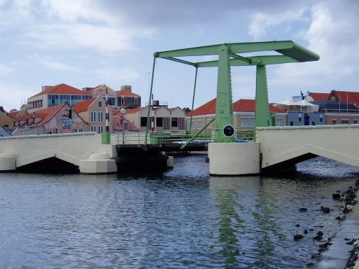 Jan '06 - Opening Bridge Willemstad, Curacao - click to enlarge