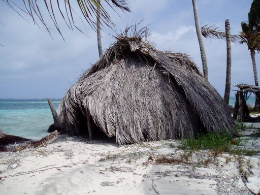 Mar '06 - Hut on Morodup Island, Holandes Cayes - click to enlarge