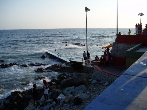 May '06 - Public Ocean Pool, Mazatlan - click to enlarge