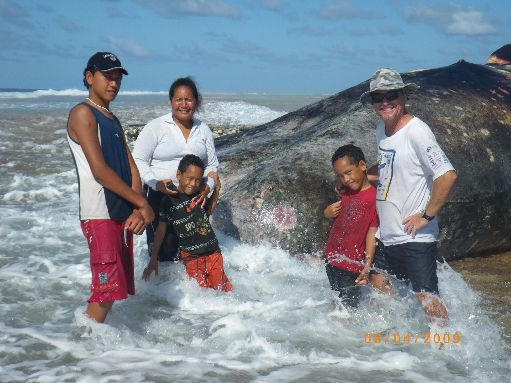Jun '09 - Wayne and the Samuela family with the dead sperm whale - click to enlarge