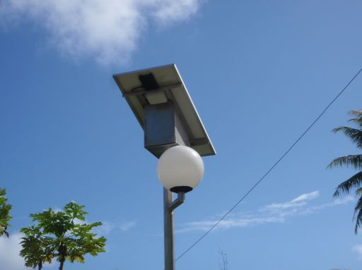 May '09 - Ahe atoll - Solar street light - click to enlarge