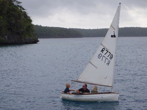 Sep '09 - Scott & the boys out for a sail in their dinghy - click to enlarge